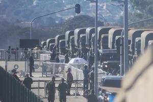 Desfile de blindados e tanques por Brasília gerou protestos de oposicionistas, que veem no ato uma tentativa do presidente em mostrar poder militar - FÁTIMA MEIRA/FUTURA PRESS/FUTURA PRESS/ESTADÃO CONTEÚDO