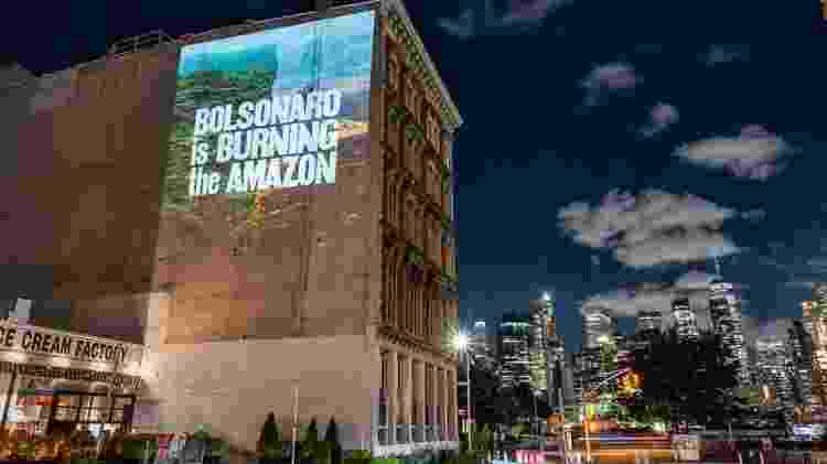 Projeções em Nova York denunciam Bolsonaro antes de declarações na Assembleia Geral da ONU, em 21 de setembro - Ken Schles / Greenpeace - Ken Schles / Greenpeace