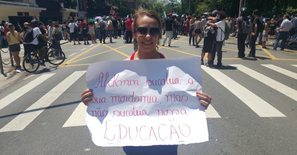 15.out.2015 - A professora Márcia Garcias, 46, é professora de geografia numa escola de ensino médio na região oeste de São Paulo e também é contra o projeto de reorganização das escolas estaduais paulistas