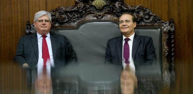 Em foto de 2015, o então presidente do Senado, Renan Calheiros, recebe Rodrigo Janot