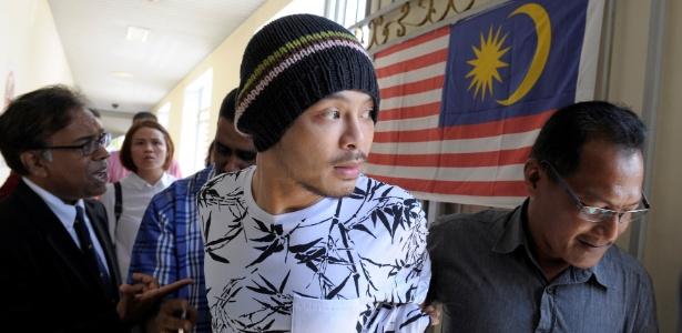 O rapper Namewee é levado para o tribunal em Penang, Malásia