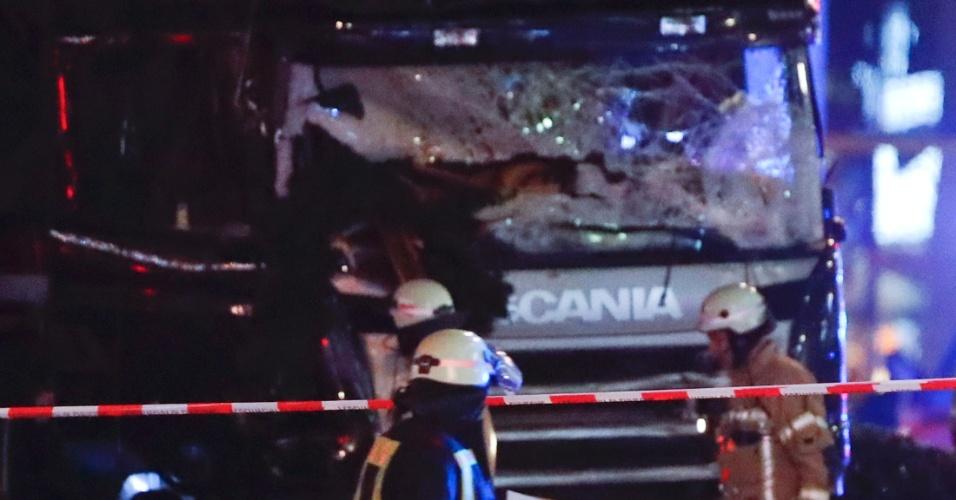 19.dez.2016 - Caminhão ataca feira natalina no oeste de Berlim, na Alemanha