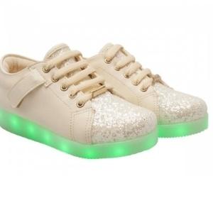 3d5675fd719 ... modinha e dão fôlego a fabricantes de calçado. Tênis de rodinha e luz  de LED viram febre entre crianças. +2