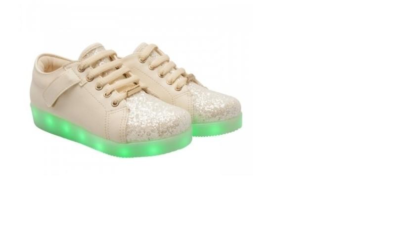 A Pampili aposta em tênis de LED, mas lançará ainda em março a versão com rodinha e luz. O modelo custa cerca de R$ 250