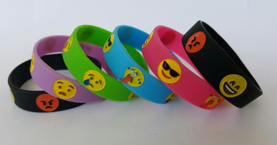 Pulseiras com emojis, criada pela empresária Cristiane Carvalho, da Teraplay, para se comunicar com seu filho autista