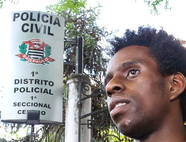 O ator Diogo dos Reis Cintra, 24, depois de prestar depoimento no 1º Distrito Policial, em São Paulo (SP), nesta terça-feira (21)