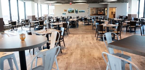 Restaurante funciona no último andar do MIA Hotel, no aeroporto de Miami