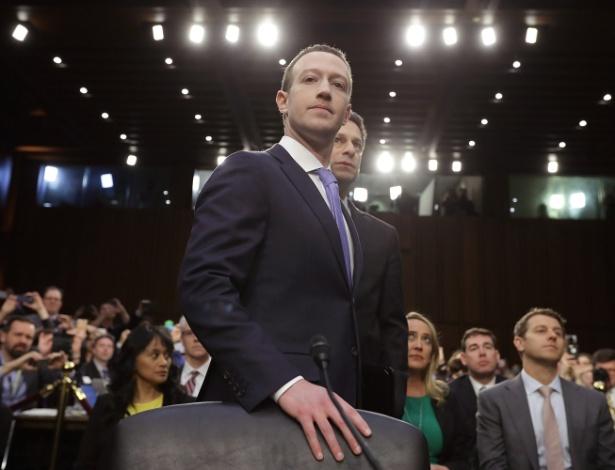 Mark Zuckerberg abandonou a camiseta cinza e vestiu terno no Congresso