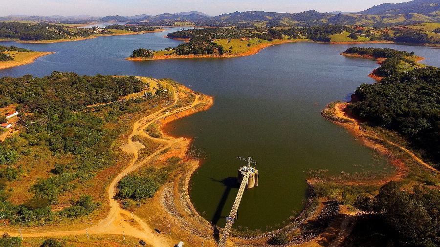 11.mai.2018 - Visita aérea à represa do rio Jaguari, reserva que forma o Sistema Cantareira, em Joanópolis, no interior de São Paulo - Luis Moura/Estadão Conteúdo