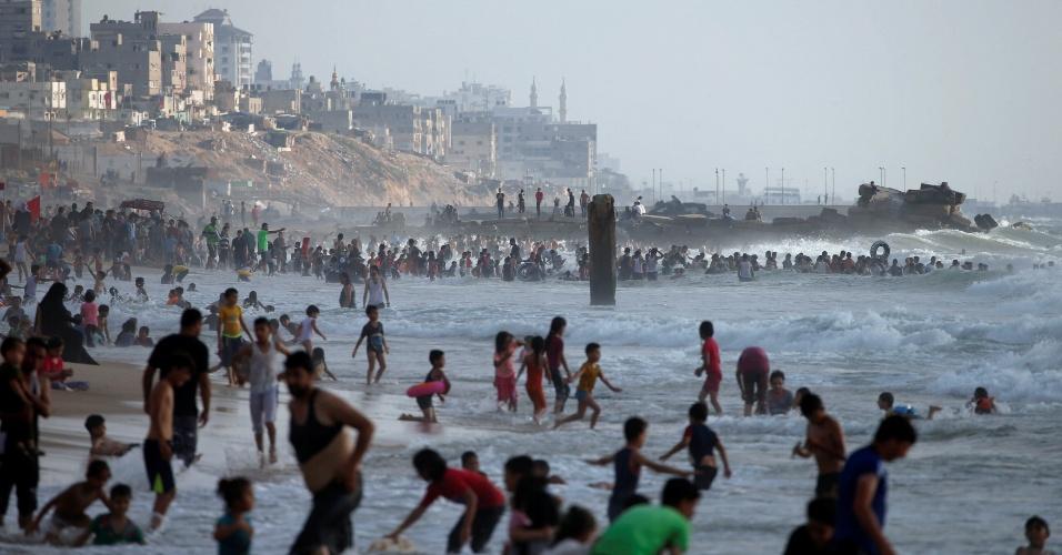 Verão em praia de Gaza