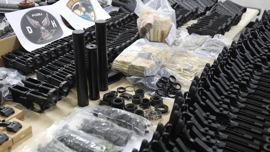 Peças de armas que seriam usadas na montagem de 117 fuzis foram achadas em endereço ligado a Lessa - MÁRCIO MERCANTE/ ESTADÃO CONTEÚDO