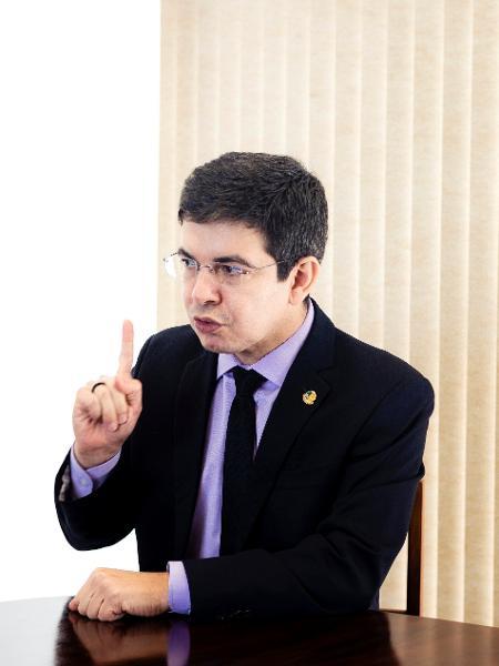 Senador Randolfe Rodrigues em entrevista ao UOL - Diego Bresani/UOL
