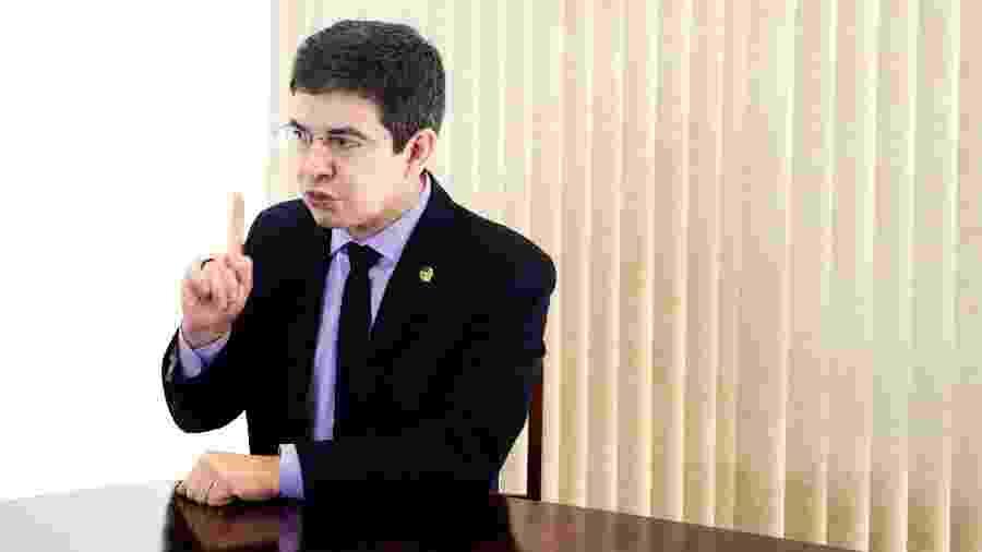 Senador Randolfe Rodrigues (Rede-AP) articulou carta com líderes de oposição  - Diego Bresani/UOL