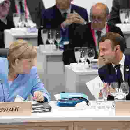 Presidente da França, Emmanuel Macron, conversa com a chanceler da Alemanha, Angela Merkel - Eliot BLONDET / POOL / AFP