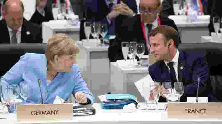 Presidente da França, Emmanuel Macron, conversa com a chanceler da Alemanha, Angela Merkel - Eliot BLONDET / POOL / AFP - Eliot BLONDET / POOL / AFP