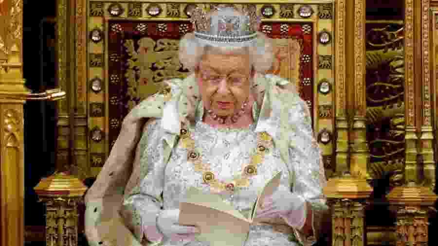 Rainha Elizabeth II participa de sessão do Parlamento britânico para a discussão do Brexit - Tolga Akmen/POOL/AFP