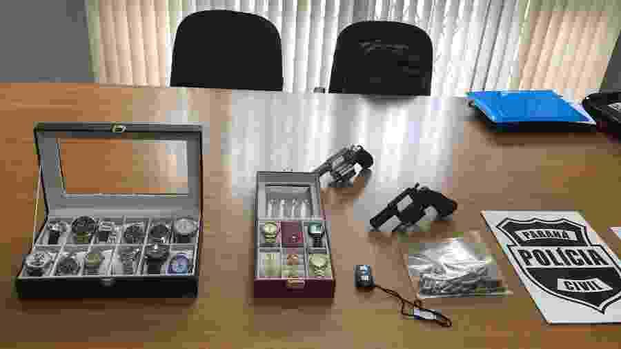 Relógios de luxo e armas apreendidas durante a operação para prender sócios da Wolf Trade Club - Lucas Gabriel Marins/UOL