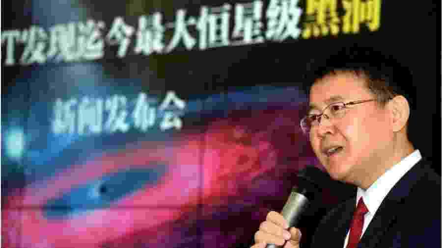 Liu Jifeng, do Observatório Astronômico Nacional da China, é o coordenador de um grupo de cientistas que publicou um estudo sobre as descobertas do maior buraco negro já visto. - Getty Images