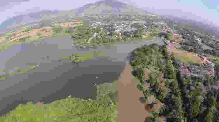 Foto aérea de ponto de captação da estação de tratamento do Guandu mostra poluição de rio na baixada - Divulgação/Comitê Guandu