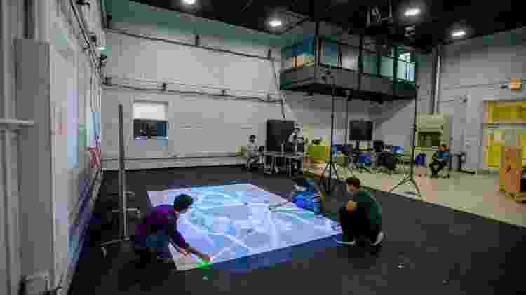 Estudantes criam ambiente simulado para demonstrar como robôs poderiam trabalhar juntos - Universidade de Buffalo