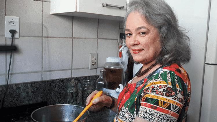 A médica Nina de Queiroz usa cannabis para preparar comida: 'Funciona muito bem para mim' - Arquivo Pessoal - Arquivo Pessoal