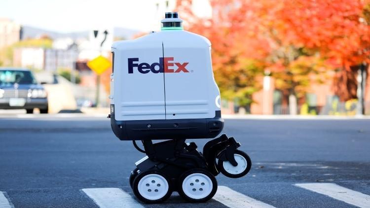 Roxo é o robô entregador da Fedex - Reprodução/YouTube - Reprodução/YouTube