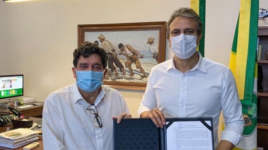 20.03.2021 -- Governador do Ceará, Camilo Santana, assina contrato de compra da vacina Sputinik - Reprodução/Facebook
