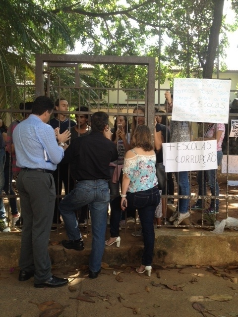 10.nov.2015 - Alunos decidem ocupar Escola Estadual Fernão Dias, em Pinheiros, São Paulo. Eles são contra a reorganização escolar