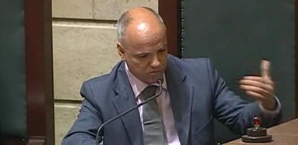 O gabinete do vereador diz que ele foi confundido com policial, e por isso reagiu
