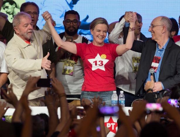 Gleisi Hoffmann ao lado de Lula e Rui Falcão, logo após ser eleita presidente do PT