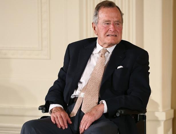 George H.W. Bush em foto de 2013; ex-presidente tinha 79 anos na época em que teria assediado a adolescente