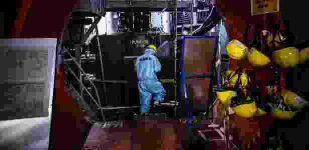 Daisuke Hirose nos reatores intactos da Unidade 5 na Usina Nuclear de Fukushima Daiichi, em Fukushima, Japão - KO SASAKI/NYT