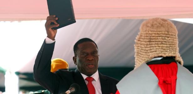 24.nov.2017 - Emmerson Mnangagwa faz juramento como presidente do Zimbábue, em Harare - Mike Hutchings/ Reuters