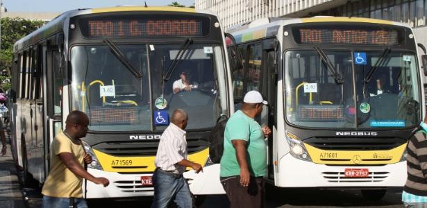 Ônibus na região da Central do Brasil, no centro do Rio de Janeiro