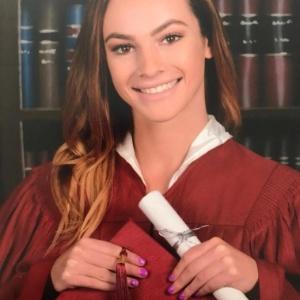 Meadow Pollack, 18, planejava estudar na Universidade Lynn, em Boca Raton, Flórida, no próximo ano. A jovem trabalhava na mecânica para motocicletas administrada pelos pais do namorado