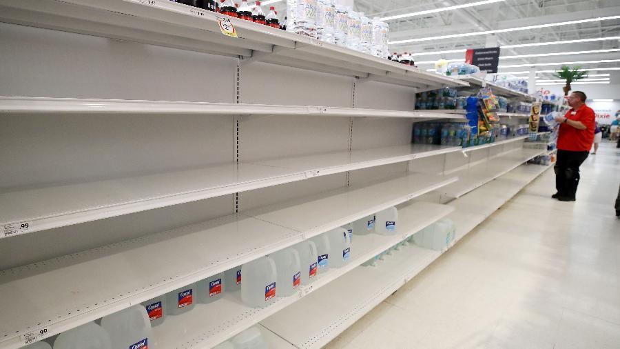 Autoridades da Casa Branca alertaram os norte-americanos que eles podem enfrentar preços mais altos e algumas prateleiras vazias na temporada de Natal - Mark Wilson/Getty Images/AFP