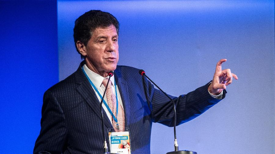 """Médico David Uip, durante o 4º Fórum """"Saúde no Brasil: Transparência e Prevenção"""" - Keiny Andrade/Folhapress"""
