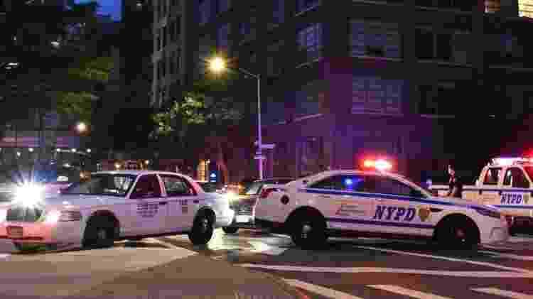 Carros da polícia bloqueiam uma rua durante um protesto em Nova York desencadeado pela morte de George Floyd, em 2 de junho de 2020 - Getty Images - Getty Images