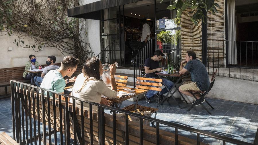 Consumo em restaurantes e bares cai 34,2% com restrições em março, aponta levantamento da Fipe -  Eduardo Knapp/Folhapress
