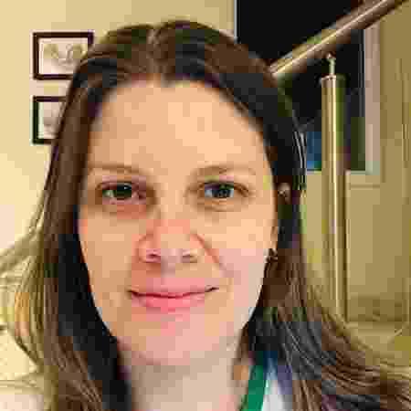 No lugar de abraços, a professora Júlia Ferreira, 34, tem recebido cartas e desenhos dos alunos - Arquivo pessoal - Arquivo pessoal