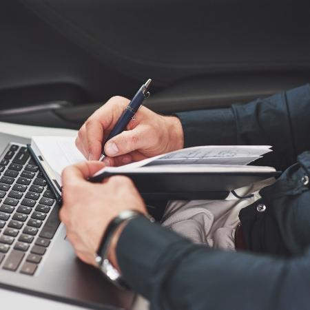 O programa Qualifica Mais-Emprega Mais está com inscrições abertas de cursos online de qualificação profissional para jovens com até 29 anos - Freepik