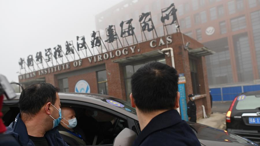 Em fevereiro, integrantes da OMS foram ao Instituto de Virologia de Wuhan, na China, para investigar a origem do coronavírus - Hector Retamal/AFP