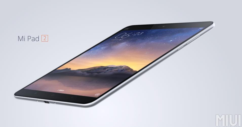 24.nov.2015 - A Xiaomi anunciou na China o o tablet Mi Pad 2. A tela tem 7,9 polegadas com resolução de 2040×1536 pixels, e seu corpo metálico tem 6,95 mm de espessura e pesa 322 gramas. Ele roda um processador Intel Atom x5-Z8500 de 2,2 GHz, tem 2GB de RAM e 6.010 mAh, além de porta USB-C. A Xiaomi venderá o tablet tanto com a MIUI 7 como com Windows 10. Ele custará cerca de R$ 550 no modelo de 16GB de armazenamento ou cerca de R$ 740 com 64GB de armazenamento interno.