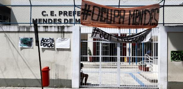 Escola é ocupada por cerca de cem estudantes na Penha, zona norte do Rio. A unidade tem sala de dança e laboratório de informática, mas, de acordo com os alunos, esses espaços nunca foram abertos para uso da comunidade escolar