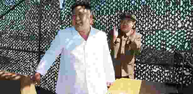 O ditador norte-coreano Kim Jong-un sorri após teste de foguete - KCNA/AFP