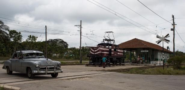 Estação de trem em Camilo Cienfuegos, em Cuba, ainda exibe o nome original da cidade, Hershey