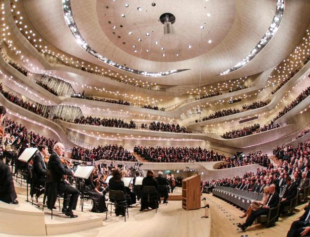 Filarmônica de Hamburgo em noite de concerto de inauguração