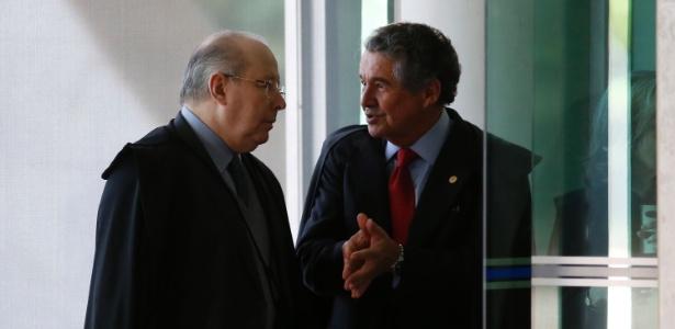 Os ministros Celso de Mello e Marco Aurélio Mello (à direita)
