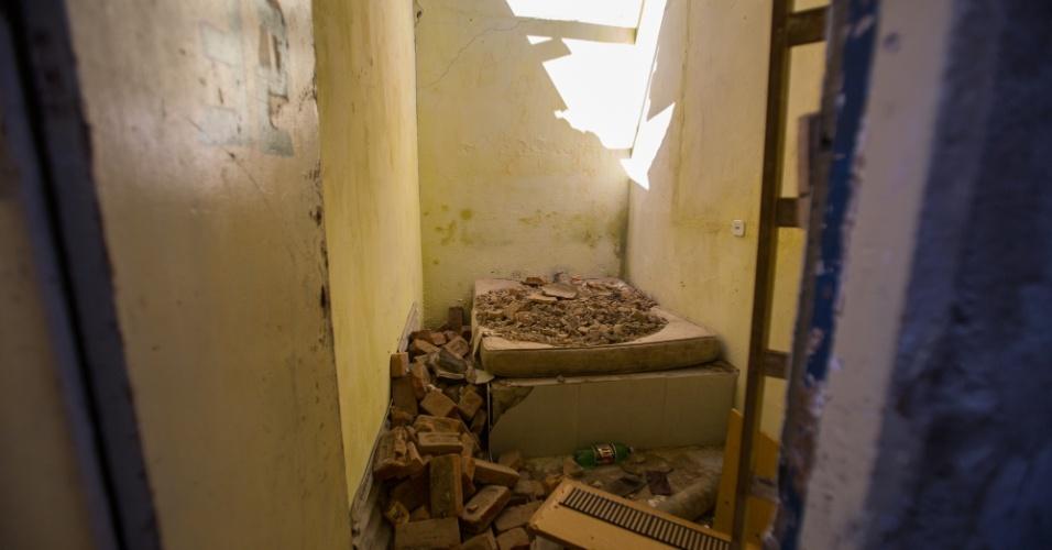 Alguns quartos da pensão ficaram inutilizados após a ação de uma escavadeira da Prefeitura