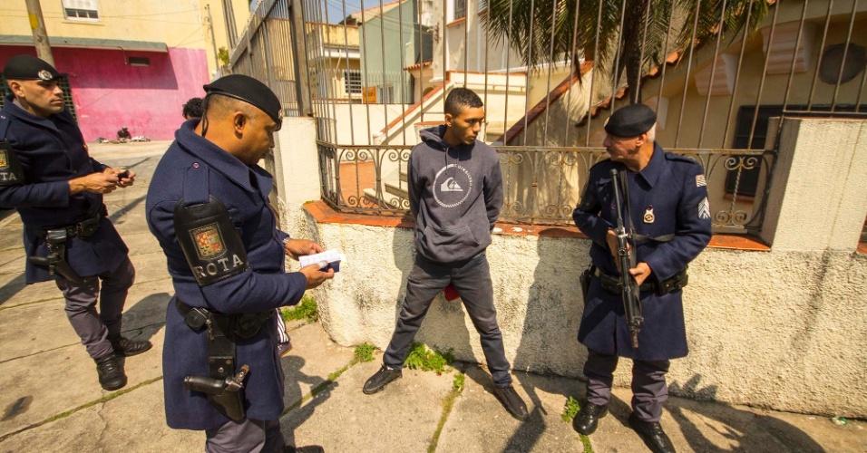 """23.ago.2017 - Para o comandante, é importante a presença da polícia na rua, de forma incisiva, """"para que São Paulo não vire o Rio de Janeiro, com traficante recebendo a população e a polícia com metralhadora"""""""